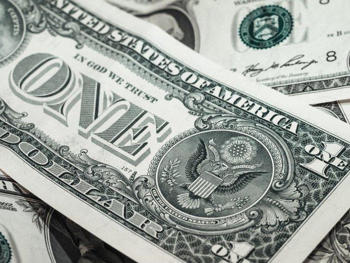 Pobídky americké vlády jsou řádově vyšší než výpadek přííjmů amerických domácností. FOTO: Pixabay