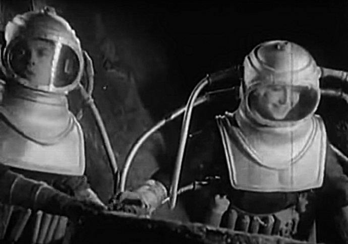 Film Kosmický let může dodnes zaujmout zachycením hlavních hrdinů ve stavu beztíže či při velkých skocích na měsíčním povrchu, které umožňuje slabší gravitace. Repro: Deník N