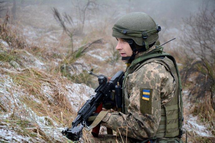 Ukrajinští vojáci na jednom zmezinárodních cvičení, na nichž se podílejí státy NATO. Ukrajinci se snaží, aby jejich ozbrojené síly fungovaly podle prověřených standardů Aliance. Avněčem alianční přístup ivylepšili. Foto:Ministerstvo obrany Ukrajiny