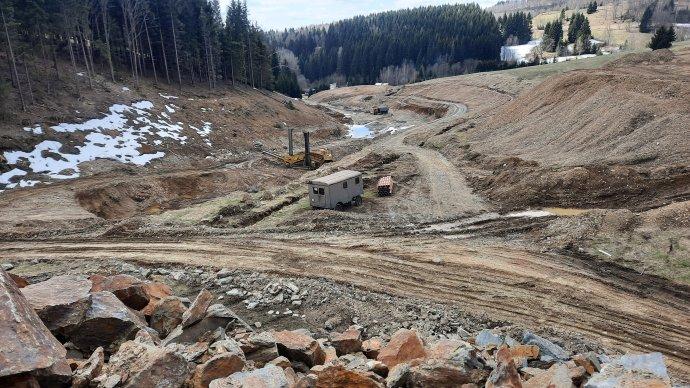 Stavba přehrady uhorského střediska Paprsek na Šumpersku nenávratně zničila přírodu na ploše nejméně dvou hektarů. Foto:Jan Moláček, DeníkN