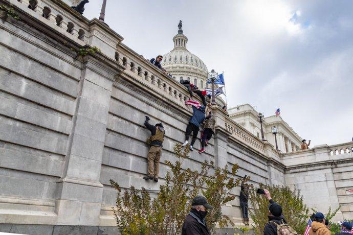 """Většina republikánů odmítá, aby vznikla speciální komise, která by prošetřila okolnosti lednového útoku na Kapitol. Někteří dokonce tvrdí, že lidé vKapitolu byli """"běžní turisté"""". Foto:Blink O'fanaye, Flickr, CC BY-NC 2.0"""