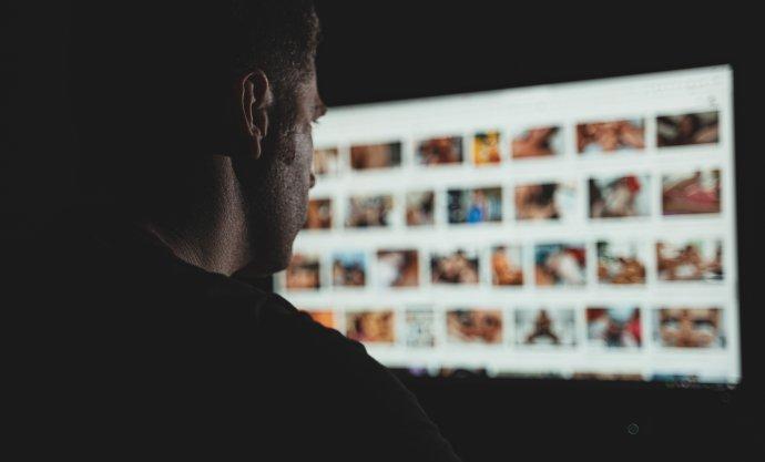 Dostat se kdětské pornografii je na ruském webu imgsrc.ru velmi jednoduché. Ilustrační foto:Adobe Stock
