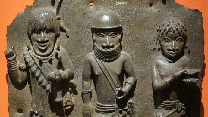"""Beninští """"bronzoví"""" (mosazní) bojovníci z16.–17.století. Foto:Sailko, Wikimedia Commons, CC BY-SA 3.0"""