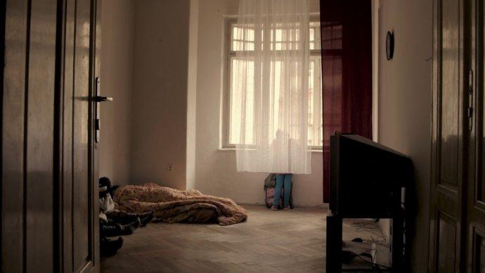 Dokumentární film Tomáše Hlaváčka Bydlet proti všem provází diváky po ubytovnách aplesnivých špeluňkách, aby jim ukázal, že bydlení je základní potřeba pro každého, ipro nejchudší lidi. Foto:Jeden svět