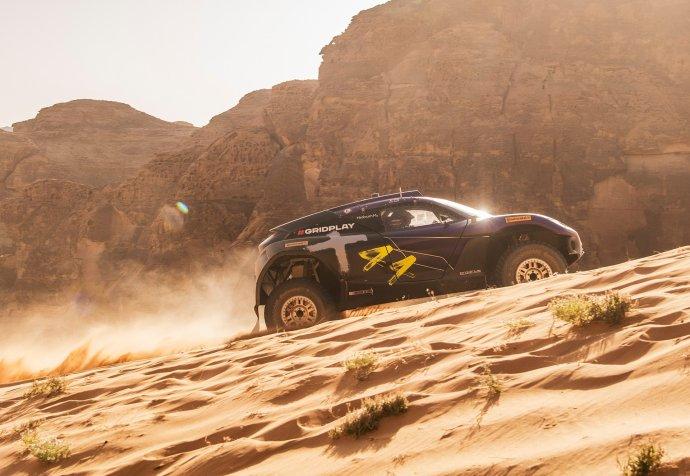 Všech devět týmů závodí ve stejném voze, který pohání elektrická energie z baterií. Foto: Facebook.com/ExtremeELive