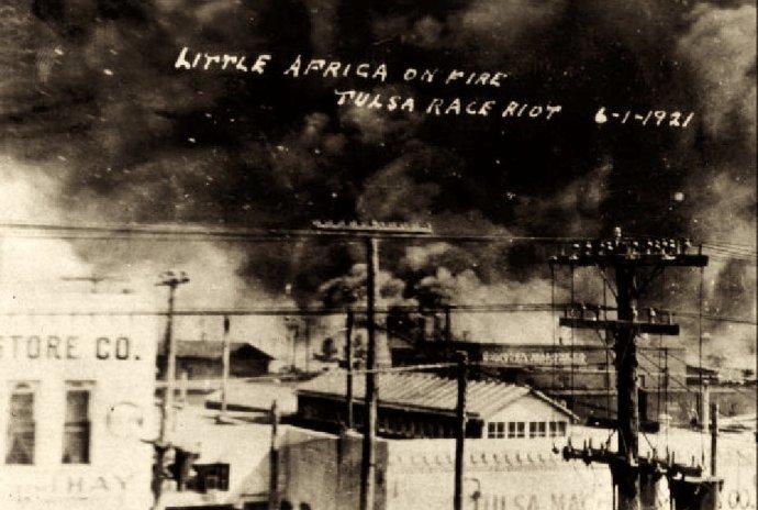 Následky masakru vOklahomské Tulse 31.5. a1.6. 1921. Foto:autor neznámý, Department of Special Collections and University Archives, McFarlin Library, University of Tulsa, public domain