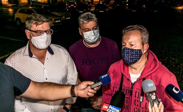 Hejtman Ústeckého kraje Jan Schiller (vlevo) se svým poradcem Janem Richterem (uprostřed) a ministrem životního prostředí Richardem Brabcem. Foto: ČTK