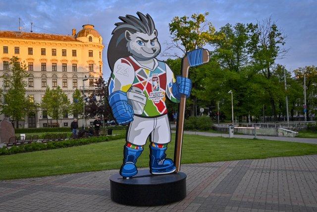 Maskot hokejového mistrovství světa ježek Spiky v centru lotyšské Rigy. Foto: Vít Šimánek, ČTK