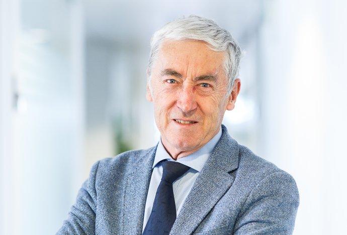 """""""Covid-19 a krize s ním spojená nám ukazují, jak je tržní systém křehký,"""" říká belgický ekonom Paul De Grauwe. Foto: archiv PDG"""