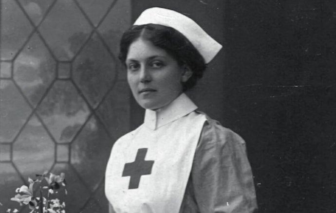 Violet Jessopová, lodní stevardka aza válek zdravotní sestra, vroce 1915. Foto:autor neznámý, public domain