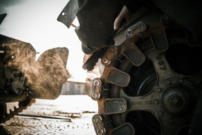 Údržba armádních pásových obrněnců - bojových vozidel pěchoty. Foto: Armáda ČR