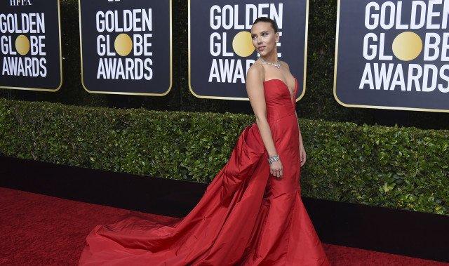 Scarlett Johansson na loňském ceremoniálu Zlatých globů. Následně prohlásila, že byla terčem sexistických poznámek. Foto: Jordan Strauss, ČTK/AP/Invision