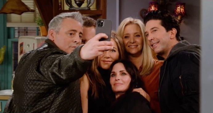 Přátelé se po sedmnácti letech vrátili na obrazovky. Foto: HBO