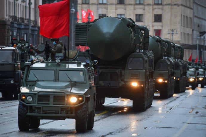 Generálka na velkou vojenskou přehlídku, která se uskuteční 9.května vMoskvě ařadě dalších ruských měst. Foto:ministerstvo obrany RF