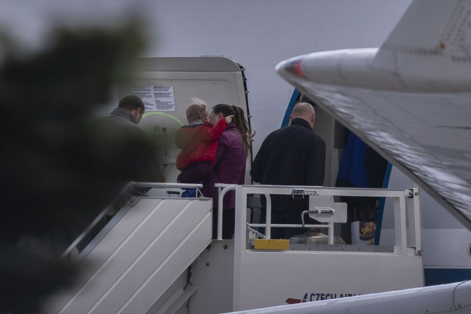 ZČeska odlétají ruští diplomaté azaměstnanci ambasády. Foto:Gabriel Kuchta, DeníkN