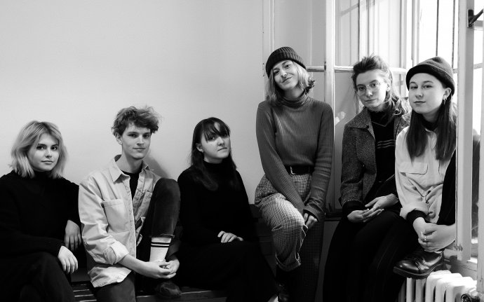 Diana, Jakub, Anastasia, Kristýna, Judita, Nela – členové kolektivu, který stojí za projektem Proč jsme to nenahlásili. Foto: PJTN