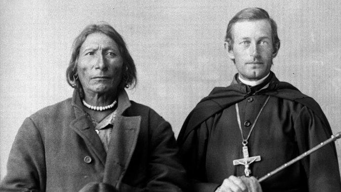 Církev a místní obyvatelstvo, to byla v historii značně třaskavá směs. Foto: HBO Europe