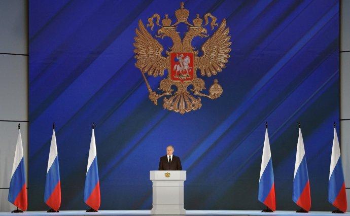 Dnešní Rusko jedná podle zažitých sovětských vzorů nejen sEvropany či Američany, ale i se všemi ostatními (na ilustračním snímku Vladimir Putin při projevu kposlancům ve Státní dumě). Foto:kremlin.ru