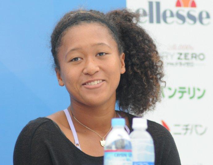 Naomi Ósakaová svými kroky upozorňuje na tlak médií i pořadatelů na sportovce, kterému už ona přestala být ochotná na úkor svého mentálního zdraví ustupovat. Foto: Tatiana, Flickr, CC BY-SA 2.0