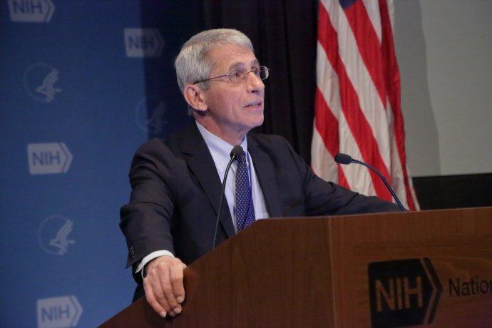 Jeho názory na covid-19 se řídili politici. Vzahranič, aobčas idoma vUSA. Foto:NIH, CC BY 2.0