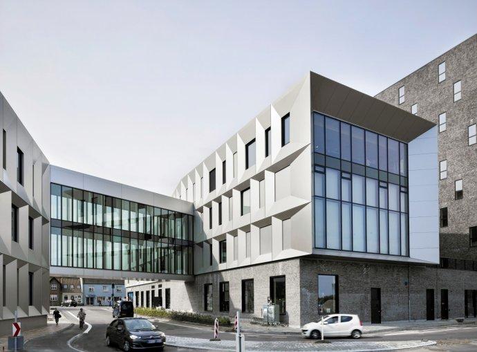 Dánské město Middelfart se jeden čas novou radnicí chlubilo na Facebooku jako svou titulní fotografií. Foto: radnice Middelfart, facebook.com/MiddelfartKommune