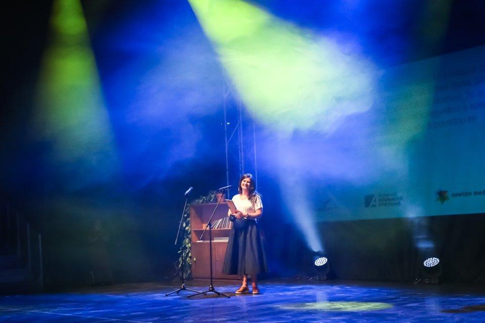Redaktorka Deníku N Jana Ciglerová získala Novinářskou cenu za nejlepší rozhovor. Foto: Gabriel Kuchta/Deník N