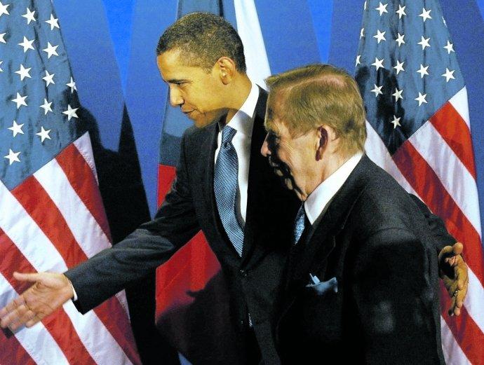 Dnes už se sčeskými politiky baví ztěch důležitých světových lídrů jen málokdo (setkání amerického prezidenta Obamy aněkdejšího prezidenta Havla vroce 2009během summitu EU-USA vPraze). Ilustrační foto:ČTK