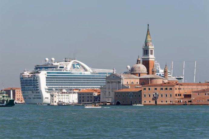 Výletní loď Ruby Princess vitalských Benátkách. Foto:Miroslaw, Adobe Stock