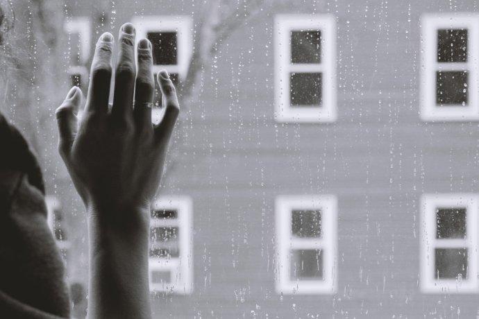 Záchranné služby zaznamenávají více výjezdů krůzným typům psychóz. Ilustrační foto:Unsplash
