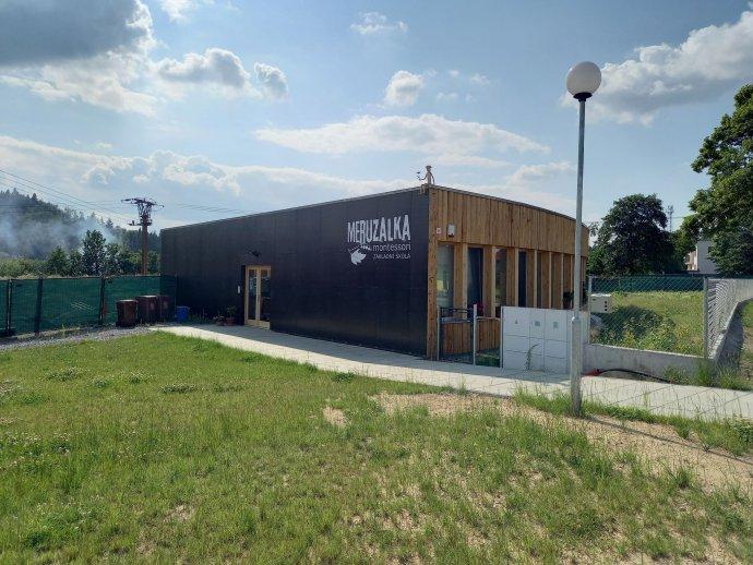 Nově zrekonstruovaná budova montessori školy funguje od loňského září. Foto: Lenka Marková