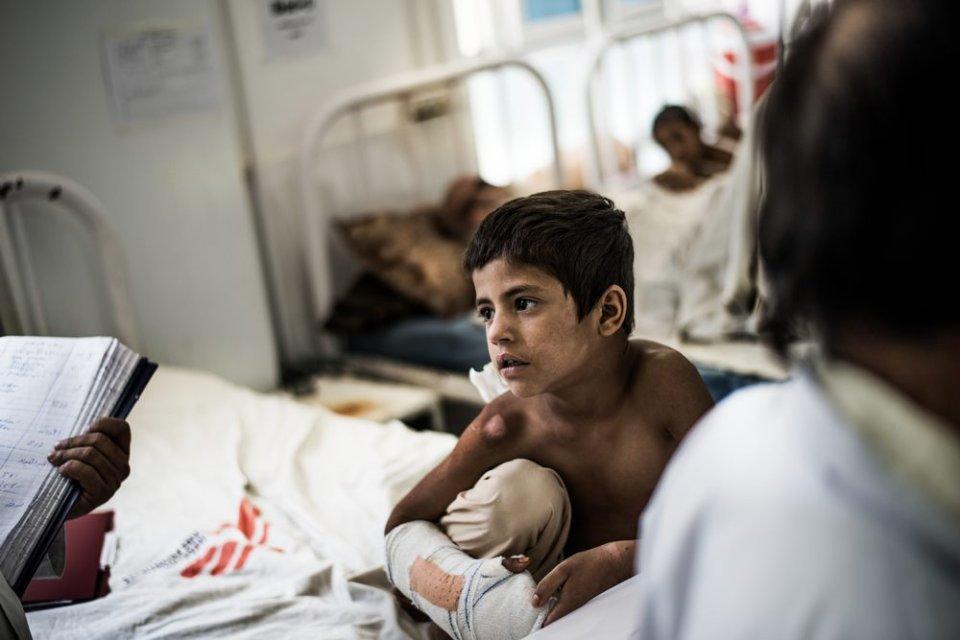 Děti, které ošetřují vnemocnici Lékařů bez hranic vafghánském Laškargáhu, trpí podvýživou, sáhly si na minu nebo si je vybrala zbloudilá kulka. Foto:Foto: Kadir van Lohuizen, NOOR, Lékaři bez hranic