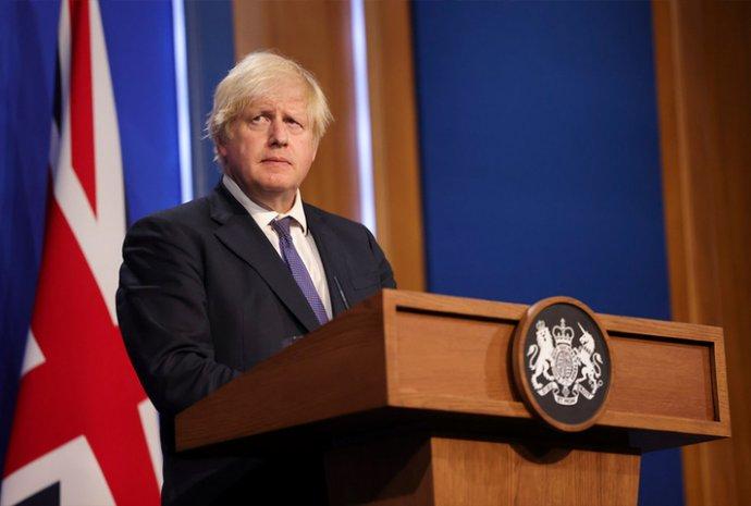 Britský premiér Boris Johnson na tiskové konferenci potvrzuje rozvolnění většiny epidemických opatření v Anglii k pondělí 19. července. Foto: britská vláda, Downing street 10, gov.uk