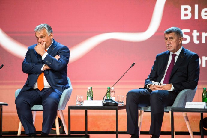 Výsledky voleb sice Babišovi neumožnily to, co dělají Orbán a Kaczyński, ale jeho rétorika je mnohdy nedemokratická. Pokud by teď mohl zformovat většinovou vládu, nedá se posun směrem k poměrům v Polsku a Maďarsku vyloučit. Ilustrační foto: ČTK/Luka Dakskobler/SOPA Images via ZUMA Wire