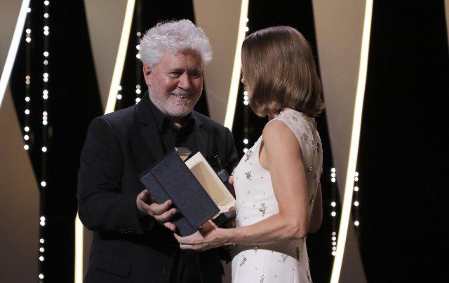 Slavnostního úvodu se zúčastnili slavný španělský režisér Pedro Almodóvar nebo hvězdná americká herečka Jodie Fosterová. (Photo by Vianney Le Caer/Invision/AP/ČTK)