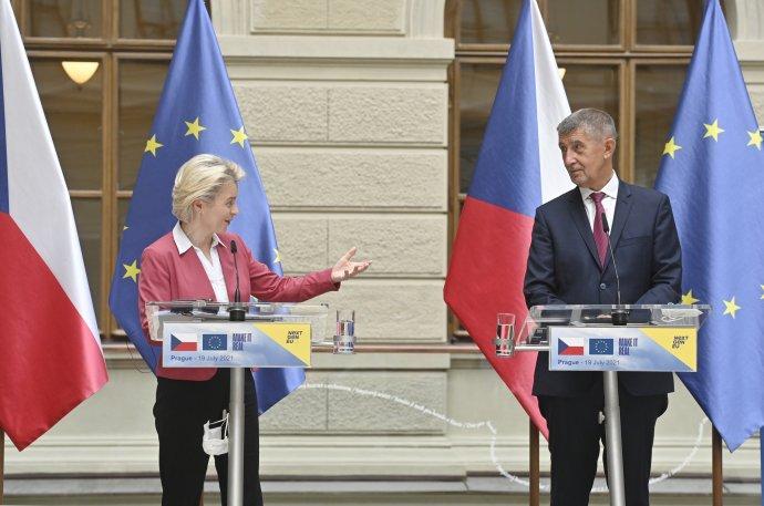 Premiér Andrej Babiš hovořil oplánu obnovy ina tiskové konferenci sšéfkou Komise Ursulou von der Leyenovou. Foto:ČTK