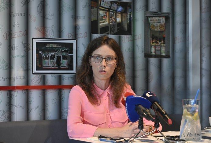 Radní České televize Hana Lipovská oznamuje kandidaturu za Volný blok. Foto: ČTK