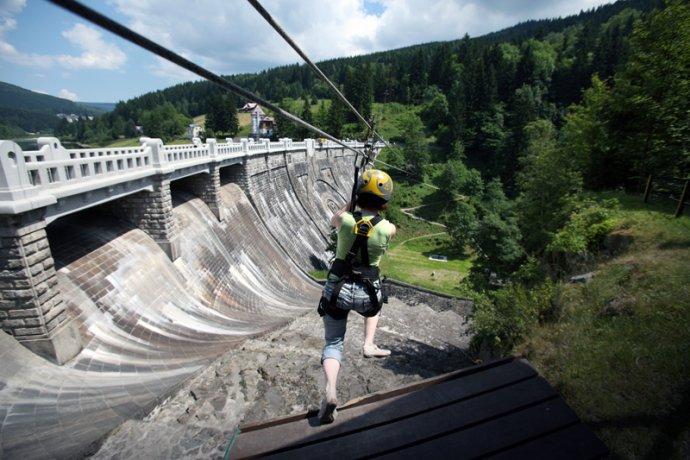 Krkonoše, Špindlerův mlýn, Labská přehrada, Yellou point, přemostění, lanová dráha ve výšce 37 metrů nad přehradou