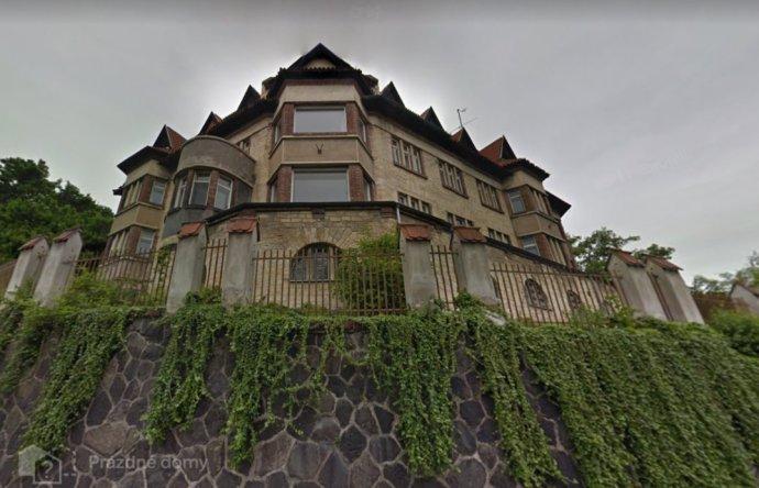 Sídlo stavitele Viktora A. Beneše bylo postaveno na začátku 20.století vroce 1911. Foto:Prázdné domy