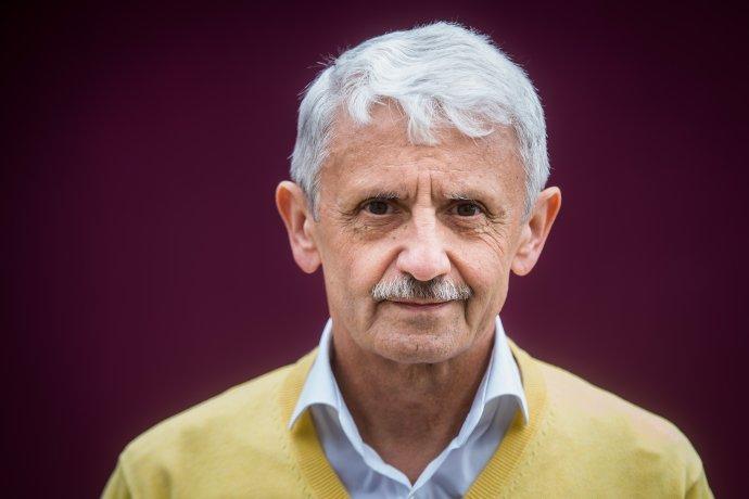 """""""Mikuláš Dzurinda se ukázal jako naprosto výjimečný vyjednávač. I když byla situace už úplně tragická, tak zvládal vyjednávání s lidmi, se kterými si ideologicky vůbec neseděl,"""" popisuje sociolog Michal Vašečka."""