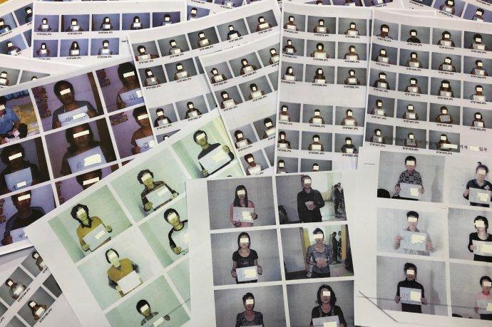 Severokorejec si na útěku zrodné země nemůže moc vybírat. Vždy však dává všanc svůj život. Na snímku anonymizované potréty některých ztěch, kteří přežili– nejen nebezpečnou cestu přes hranici do Číny, ale mnohdy ještě zákeřnější cestu zČíny na Jih. Foto:Josh Smith, Reuters