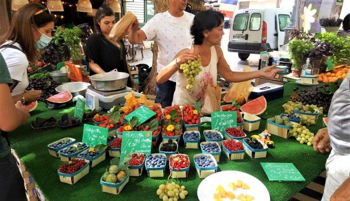 Na trhu v Aix si nemůžete nevybrat. Foto: Petr Janyška, Deník N