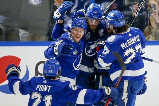 Hokejisté Tampy Bay vyhráli podruhé v řadě Stanley Cup. Na rozdíl od roku 2020 si vítězství mohli letos užít i s fanoušky. Foto: ČTK/ZUMA/Ivy Ceballo
