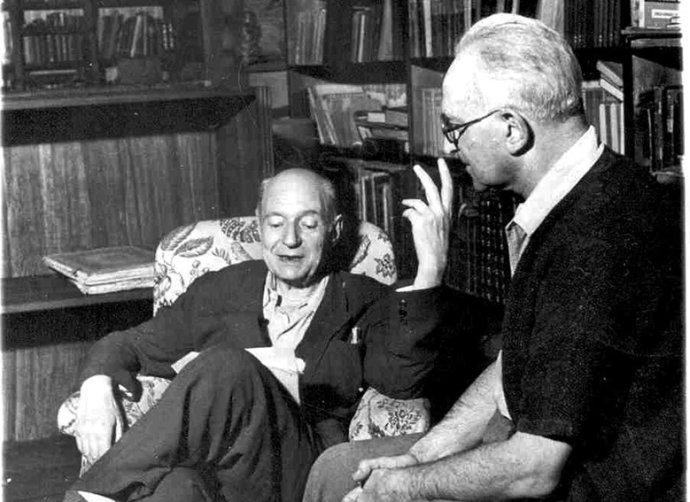 Terstští spisovatelé Giani Stuparich a Umberto Saba. Ten první je mimojiné autorem knihy La nazione céca (1915, Český národ). Foto: Wikipedia
