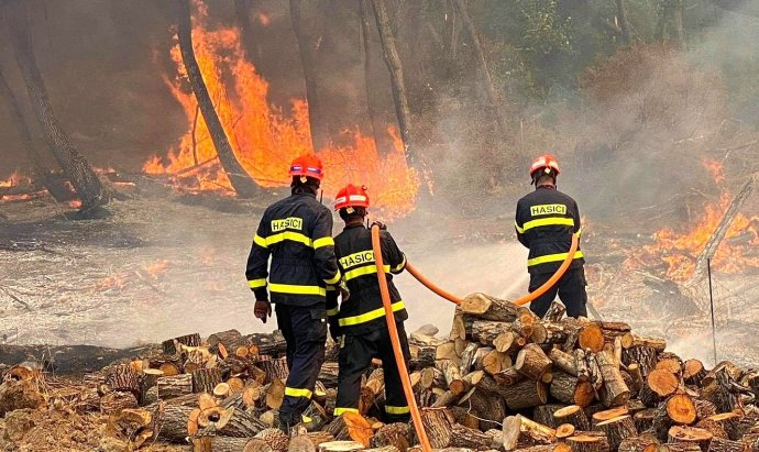 Čeští hasiči v Řecku bojují s masivními požáry. Foto: HZS ČR
