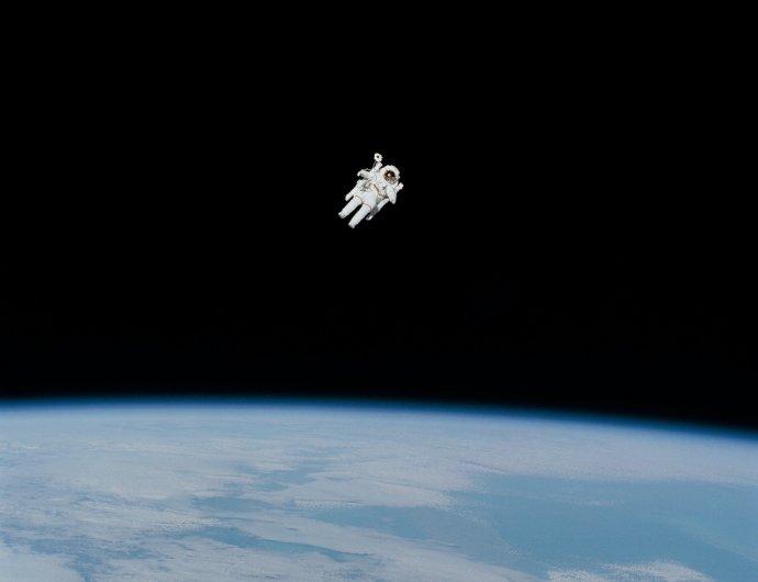 """""""Máme sloužit jen jako likvidační dělníci, ti ničiví všekazi, termiti, co mají vesmír postupně rozebrat a odepsat?"""" Foto: NASA, Unsplash"""
