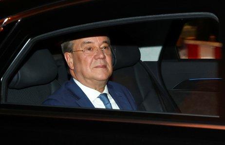 Armin Laschet přijíždí na jednání špiček CDU/CSU po zveřejnění prvních odhadů volebních výsledků. Foto: Fabrizio Bensch, Reuters
