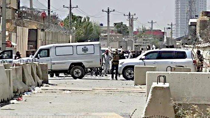 Velitel jednotky KAMBA míří vyjednávat sTálibánem sholýma rukama. Foto:archiv KAMBA