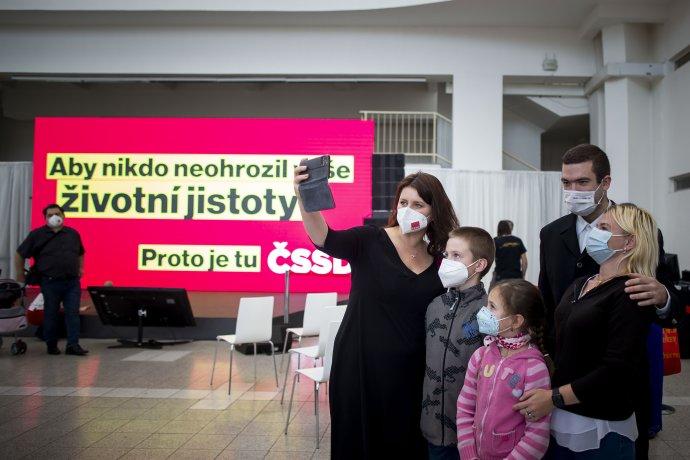 Jana Maláčová patří letos k hlavním tvářím kampaně sociálních demokratů. Foto: Gabriel Kuchta, Deník N