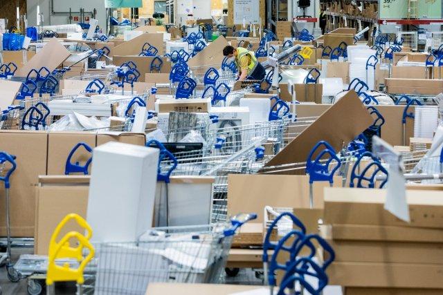 Zatímco švédský nákupní řetězec vsoučasnosti zdražování odmítá, český prodejce Okay nábytek kněmu už přistoupil. Foto:ČTK