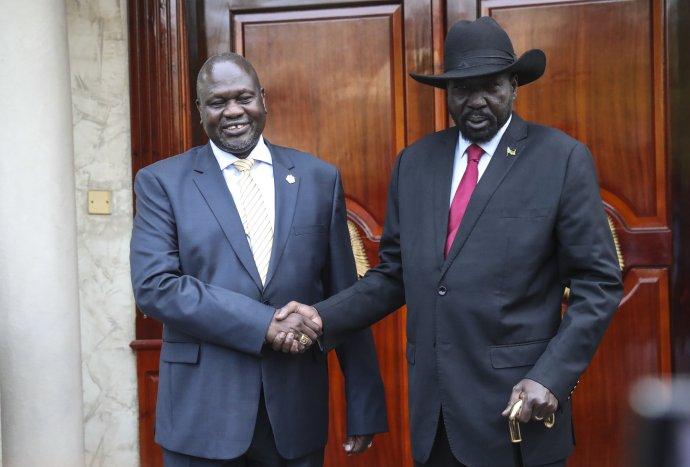 Jihosúdanský prezident Kiir aprvní viceprezident Machar vhlavním městě Džubě vroce 2019. Foto Isaac Billy, OSN, UN Photo, CC BY-NC-ND 2.0